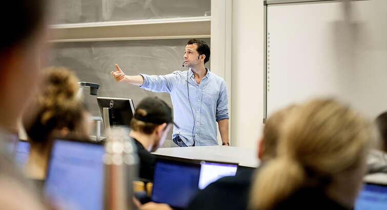 Jacob Gerner Hariri in a teaching situation. Photo: Sara Galbiati